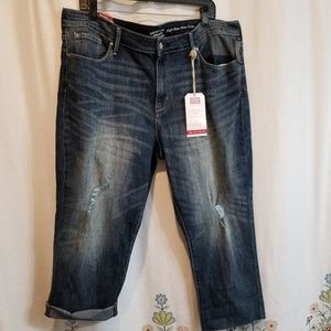 Nwt Levi Strauss destroyed jeans cropped